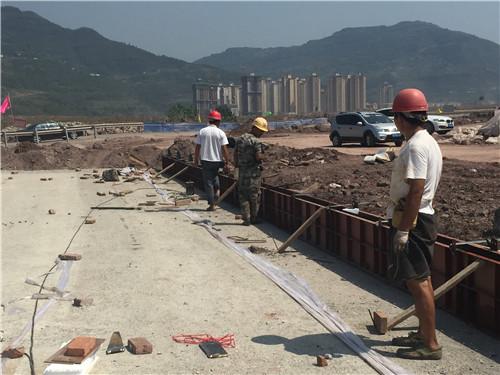 重庆道路防撞护栏底层施工