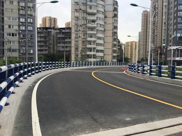 重庆高速公路防撞护栏的应用原理
